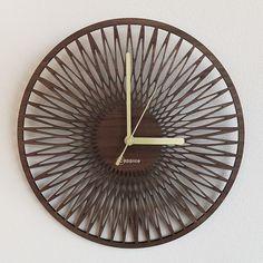 壁掛時計 SUN (ウォールナット)の画像1枚目