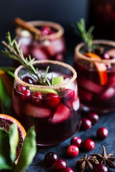 Holiday Sangria #cocktail #party #entertaining #newyearseve #christmas #sangria