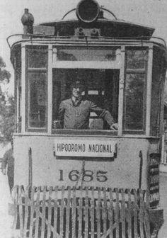 El ultimo tranvia circulo en Buenos Aires en 1962.- Comenzo a funcionar -justamente- 100 años antes, hacia 1860.- Aqui la imagen de la linea que llegaba al Barrio de Palermo.-