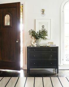 Artesia Kommode, schwarz - New Ideas Dresser In Living Room, Living Room Shop, Home And Living, Entryway Dresser, Bedroom Dresser Styling, Foyers, Home Interior, Interior Design, Interior Modern