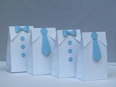 These listing is 12 adorable white favor bags for your next baby shower event. Perfect way to package your favors to give to your guests. Fill these bags with sweet treats and give them out at your baby shower. *** 12 White bag with blue polka dots bow tie / necktie *** ♥ Classic white button-down shirt-style candy bags with collars, one is decorated with three die cut buttons and blue polka dots paper bow tie, the other one is decorated with blue polka dots paper necktie , 2 layers of…