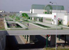 En mi barrio está la estacion de autobus - Černá Most, es grande e importante, pero es muy fea.