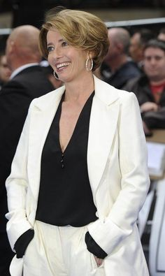 Hairstyles With Clips Beautiful Creatures' Emma Thompson.Hairstyles With Clips Beautiful Creatures' Emma Thompson Casual Hairstyles, Older Women Hairstyles, Elegant Hairstyles, Bride Hairstyles, Wavy Hairstyles, Retro Hairstyles, Emma Thompson, Jennifer Hudson, Jessica Biel