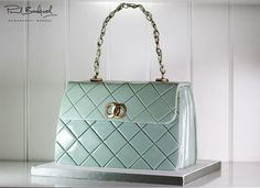 Learn how to make a quilted designer handbag cake with expert video tuition from top cake decorator Paul Bradford. Join now to access 100s of free lessons.