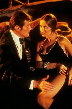 The Spy Who Loved Me — with Sir Roger Moore and Barbara Bach. Style James Bond, James Bond Women, Roger Moore, Sean Connery, Ringo Starr, Barbara Bach, Best Bond Girls, James Bond Party, Service Secret