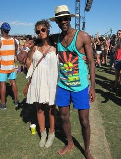 Coachella Festival couple style - printed vests for the men all the way! Work with a trilby and shorts for maximum style points. Coachella Men, Coachella Festival, Coachella Style, Curly Hair Styles, Natural Hair Styles, Stylish Couple, Festival Fashion, Festival Style, Fashion Couple