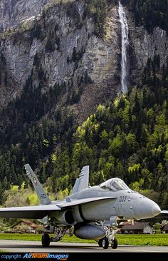 Nother Swiss / beautiful aircraft with an even more beautiful background at this incredibly scenic military airfield in Switzerland ✅✈️ Military Jets, Military Weapons, Military Aircraft, Fighter Aircraft, Fighter Jets, Luftwaffe, Swiss Air, Aircraft Pictures, Vietnam