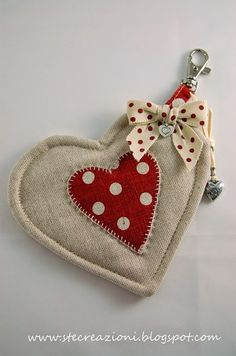 Make a bunch of hearts like this and hang like a mobile for valentines day. brown felt and red polka dot fabric. Fabric Hearts, Embroidery On Clothes, Diy Couture, I Love Heart, Quilt Festival, Polka Dot Fabric, Hanging Hearts, Quilt Stitching, Crewel Embroidery