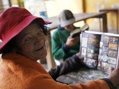 Esperanza Pacheco tiene 62 años y cuarenta viviendo en la calle, su sueño es tener una casita.
