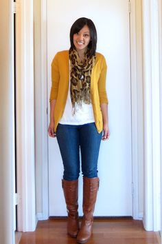 Outfit inspiration: jeans, brown boots, mustard cardigan, and a leopard print scarf Cute Fashion, Look Fashion, Fashion Models, Fashion Trends, Fall Fashion, Fashion Blogs, Fashionista Trends, Lolita Fashion, Fashion Fashion