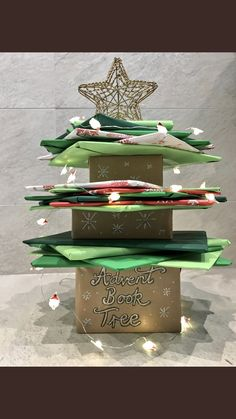 Advent Book Tree 🎄 Wrap up Christmas themed picture books to share with a class throughout December. Individuals take turns to choose the day's book and unwrap!