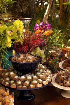 decoracao-Casamento-Praia-Marcelo-Bacchin-////////--- flores selvagens... Nada montadinho de mais