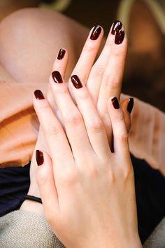 this color nail polish -short nails -real nails - nail polish - sexy nails - pretty nails - painted nails - nail ideas - mani pedi - French manicure - sparkle nails -diy nails Oxblood Nails, Dark Red Nails, Burgundy Nails, Maroon Nails, Short Red Nails, Red Burgundy, Red Black, Trendy Nails, Cute Nails