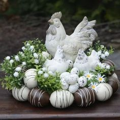How to make a nest in 5 easy steps! Deco Floral, Arte Floral, Diy Osterschmuck, Decoration Vitrine, Easter Table Decorations, Easter Centerpiece, Easter Flowers, Cute Home Decor, Egg Decorating