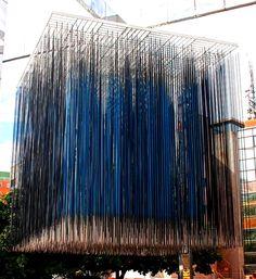 Cubo Virtual, Azul y Negro del maestro venezolano Jesús Soto, Caracas, Venezuela