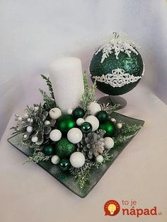 Instead of expensive wreaths, they put Advent ornaments on a plain tray and . - Instead of expensive wreaths, they placed Advent ornaments on a plain tray and laid them on the tab - Christmas Candle Decorations, Christmas Flower Arrangements, Christmas Flowers, Christmas Candles, Christmas Wreaths, Christmas Ornaments, Christmas Time, Art Floral Noel, Deco Table Noel
