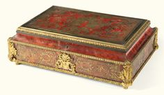 PROPERTY FROM THE COLLECTION OF MARCHESA GIOVANNA SACCHETTI A French gilt-bronze-mounted rosewood, brass and tortoiseshell première-partie boulle marquetry casket, second half 19th century SOLD. 3,000 GBP