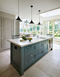 A family home located in a beautiful Georgian house in the Berkshire countryside - this English Kitchen by Martin Moore combines complementary colours to add warmth and interest to the large, light kitchen. Georgian Interiors, Georgian Homes, Fancy Kitchens, Home Kitchens, Dream Kitchens, Martin Moore Kitchens, Georgian Kitchen, Country Life Magazine, Indoor Outdoor Kitchen