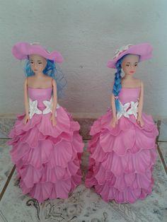 Boneca barbie com vestido em eva    cor a sua escolha    prazo p confeccao de ate 7 dias uteis.