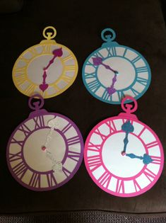 Alice in wonderland party clock decor