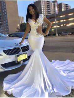 6072530cad1ba Robe de bal blanche trompette   sirène avec des robes longues de strass robe  de soirée