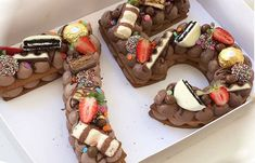 Number cake au chocolat avec Thermomix, un gâteau d'anniversaire qui dévoile votre âge, joli, très délicieux, facile à réaliser à base d'un sablé d'amande et une ganache au chocolat.