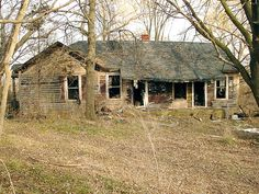 This home is located on the outskirts of Waupun, Wisconsin. Old Mansions, Abandoned Mansions, Abandoned Buildings, Abandoned Places, Scary Places, Haunted Places, Abandoned Property, Unusual Homes, Old Farm Houses