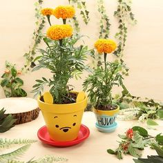 Winnie the Pooh & Hunny Flower Pots. An absolute MUST for my room! Pooh Bear is my favorite! Flower Pot Crafts, Clay Pot Crafts, Flower Pots, Diy And Crafts, Disney Diy, Disney Crafts, Disney Garden, Winnie The Pooh Birthday, Pooh Winnie