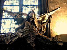 Angel of Death – Elfo Degli Abruzzi Sculpture Angel, Halloween Haunted, Art Macabre Don't Fear The Reaper, Grim Reaper, Cemetery Statues, Cemetery Art, La Danse Macabre, Macabre Art, Death Art, Modern Art Movements, Elf