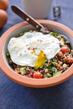 Recipe: Southwest Quinoa Breakfast Bowl — But First, Breakfast! Got to find a way to like quinoa. High Fiber Breakfast, Quinoa Breakfast Bowl, Breakfast Desayunos, Avocado Breakfast, Vegetarian Breakfast, Breakfast Recipes, Breakfast Ideas, Dinner Recipes, Avocado