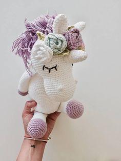 Amigurumi Unicorn with flowers