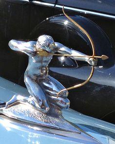 Pierce Arrow hood ornament Retro Cars, Vintage Cars, Antique Cars, Bike Gadgets, Car Bonnet, Car Hood Ornaments, Radiator Cap, Car Badges, Car Museum