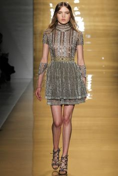 Reem Acra - Shine, glitz, and glamour was the theme of this collection. So many Hollywood starlets will be taking from this collection for the year's events. thestyleweaver.com Fall 2015