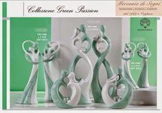- TREND GREEN PASSION -   PORTAFOTO - CLIP MEMORY - PORTACHIAVI SOGGETTI GRANDI E PICCOLI   Linea di bomboniere raffiguranti coppie abbracciate composta da articoli realizzati in marmoresina bianca e verde. Articoli di ottima qualità perfetti per tutte le cerimonie di fidanzamento e matrimonio.  Read more: http://mercantedisognivoghera.blogspot.com/2014_12_04_archive.html#ixzz3LzcPU0a8
