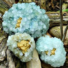 Learn how to make beautiful (inside out) golden geodes for your home or projects with easy to find supplies using this tutorial by the always crafty Mark Montano. Diy Craft Projects, Diy And Crafts, Crafts For Kids, Arts And Crafts, Craft Ideas, Adult Crafts, Rock Crafts, School Projects, Borax Crystals
