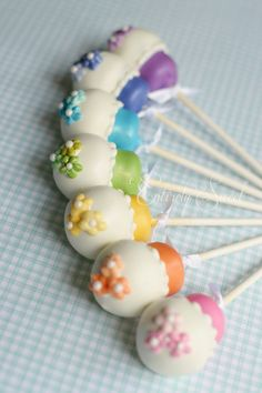 Dainty cake pops - We love and had to share!