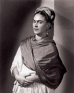 Frida Kahlo (Mexican, The Breton Portrait, 1939 - Photographer Nickolas Muray Diego Rivera, Famous Artists, Great Artists, Nickolas Muray, Kahlo Paintings, Frida And Diego, Frida Art, Mexican Artists, Portraits