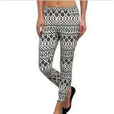 Steve Madden Size S Aztec Rayon Printed Legging You'll be right on trend this season with this ultrafashionable Steve Madden leggings!  * Elastic waistband. Aztec-inspired print throughout. 68% rayon, 27% nylon, 5% spandex. * Faux front pockets, functional back pockets.  * Machine wash cold, tumble dry low.   * Measurements: 26 in Outseam: 34 in Inseam: 25 in Front Rise: 9 in Back Rise: 13 in Leg Opening: 7 in Product measurements were taken using size S (4-6) Steve Madden Pants Leggings