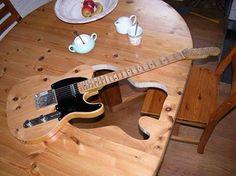 Förutom att få en gitarr tycker jag bordet blev betydligt mer spännande så här
