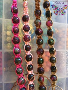 En proceso pulseras macramé con jades brecelets handmade hecho a mano in process brazalete bijoux bisuteria jewelry accessories moda fashion design diseño venezolano made in Venezuela