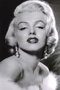 Discover these totally genius and amazing old Hollywood beauty secrets that kept Marylin, Greta, Liz Taylor and more looking gorgeous!