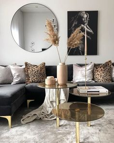 Black and Gold Living Room Decor Black and Gold Front Room Havenlylivingroom Black and Gold Mod Living Room, Living Room Decor Cozy, Interior Design Living Room, Living Room Designs, Decor Room, Nordic Living Room, Gold Bedroom Decor, Cozy Bedroom, Wall Decor