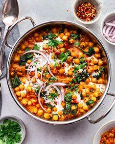 En olla o sartén muy limpia, con ingredientes al rededor. Curry Recipes, Veggie Recipes, Vegetarian Recipes, Dinner Recipes, Cooking Recipes, Healthy Recipes, Pumpkin Recipes, Veggie Food, Healthy Soup
