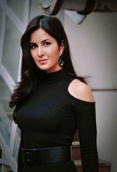 Most Popular Indian Actress In 2020 – Beautiful Faces Girl Katrina Kaif Body, Katrina Kaif Hot Pics, Katrina Kaif Images, Katrina Kaif Photo, Bollywood Hairstyles, Bollywood Outfits, Bollywood Girls, Bollywood Fashion, Bollywood Actress