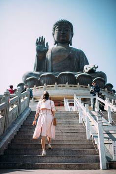 Hong Kong Guide: A Day Trip to Lantau Island - travel Beach Photography Friends, Beach Photography Poses, Hawaii Travel, Asia Travel, Hawaii Honeymoon, Croatia Travel, Italy Travel, Hong Kong Travel Tips, Travel Guide
