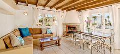 Diese Wohnung Las Maravillas liegt direkt in zweiter Meereslinie an der Playa de Palma. Im Ortsteil Las Maravillas, bieten wir Ihnen eine helle und moderne Wohnung zum Kauf an.  Diese Wohnung Immobilie verfügt über Wohnbereich, Küche, 2 Schlafzimmer und 2 Bäder sowie einen ausgebauten Dachboden von 54 m²als weiteren Schlafbereich mit einem kleinen Bad und Dusche.