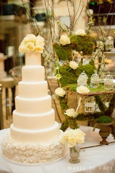 In love with this cake moss chair combo