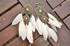 Earrings with white feathers