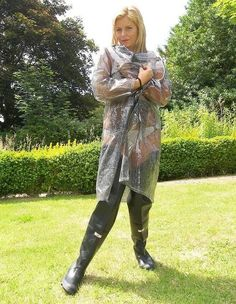 fetish-memoirs.com Vinyl Raincoat, Blue Raincoat, Raincoat Jacket, Plastic Raincoat, Hooded Raincoat, Imper Pvc, Country Wear, Wellies Boots, Skirts With Boots