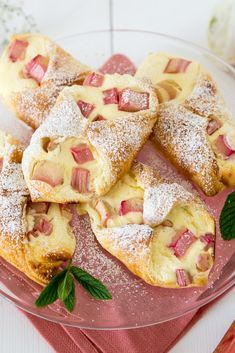 Fast curd rhubarb boats - Baking Barbarine-Schnelle Topfen Rhabarber Schiffchen – Baking Barbarine Today quickly, briefly and without opening credits: I just HAVE to give you the recipe for these rhubarb quark ships right away… - Baking Recipes, Cake Recipes, Dessert Recipes, Dinner Recipes, Cakes And More, Chocolate Chip Cookies, The Best, Bakery, Good Food
